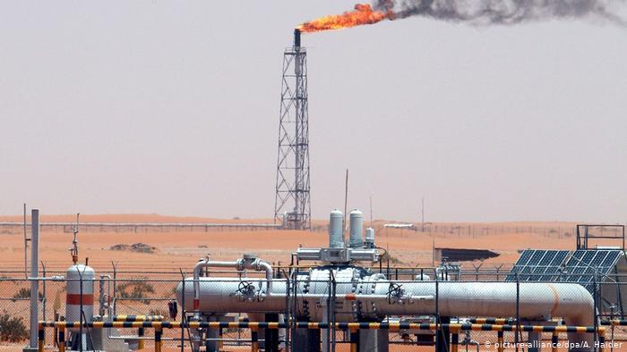 Ataque con dron provoca incendio en una refinería de petróleo en Riad