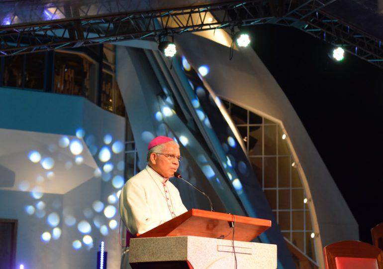 Mons. Francisco Ozoria encabeza vigilia de oración en defensa la vida y cese de la pandemia