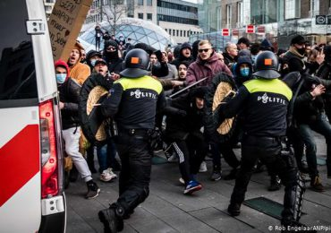 Los contagios progresan en Europa, entre protestas contra restricciones