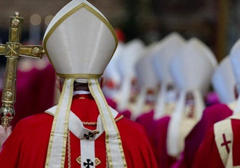"""Vaticano aclara que la homosexualidad es """"un pecado"""" y que no puede bendecir esas uniones"""