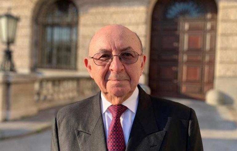 Renuncia el canciller de Ecuador Luis Gallegos