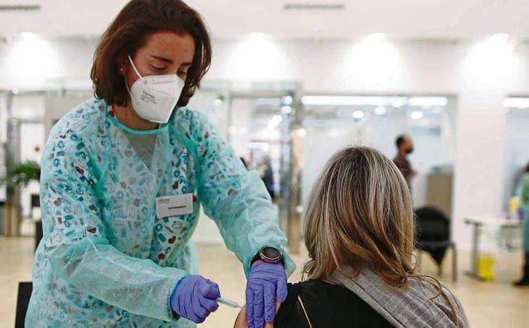 Diez casos posibles de coágulos sanguíneos en Holanda tras vacunación con AstraZeneca