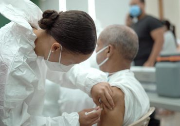 VACUNATE RD   4,239 dosis han sido aplicadas a docentes del MINERD y envejecientes en la UNPHU