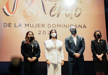 Chef Tita recibe Medalla al Mérito por sus aportes a la gastronomía dominicana