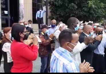 VIDEO | Grupo de comerciantes piden la libertad de Leonardo Faña