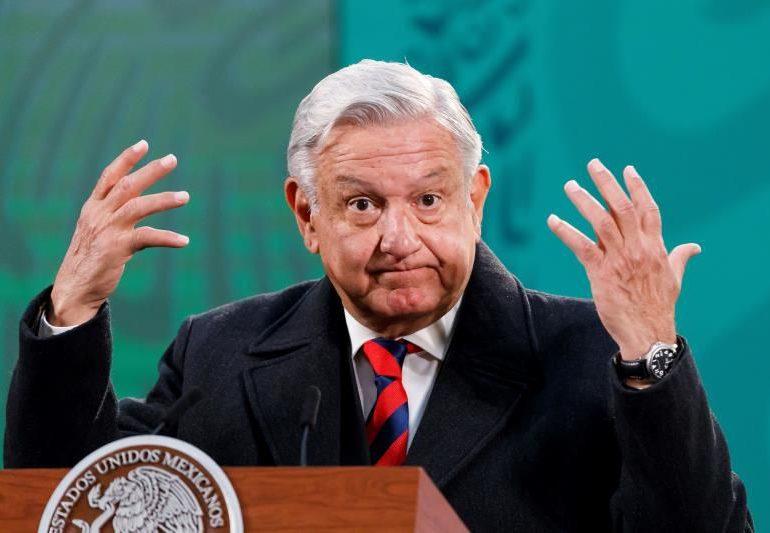 Presidente de México pide investigar a juez que suspendió polémica reforma eléctrica