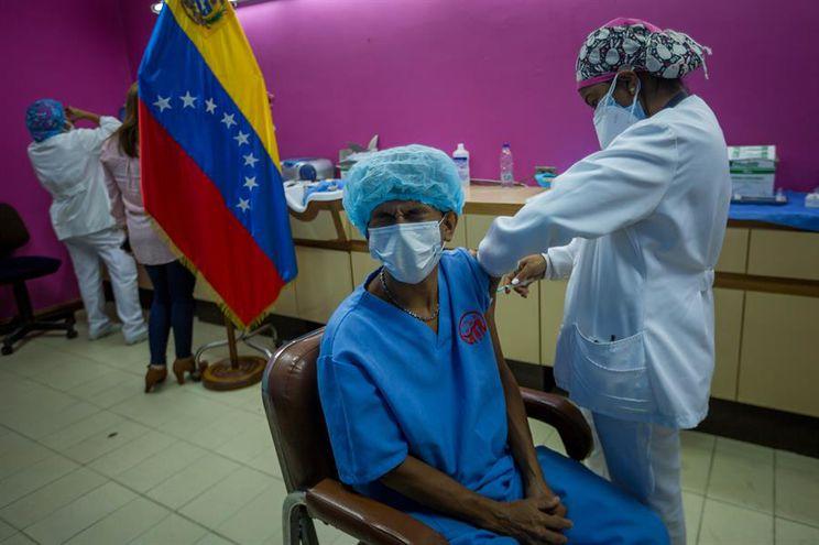 """Venezuela registra segunda ola de covid-19 """"más virulenta"""", según gobierno"""