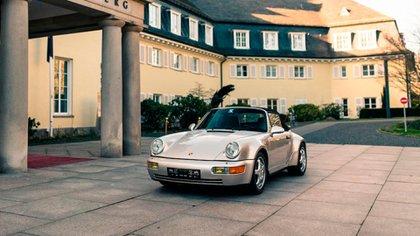Un Porsche que era de Maradona, subastado en París por 574.000 USD