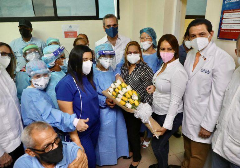 Abinader llama a la población a continuar con Plan de Vacunación durante Semana Santa