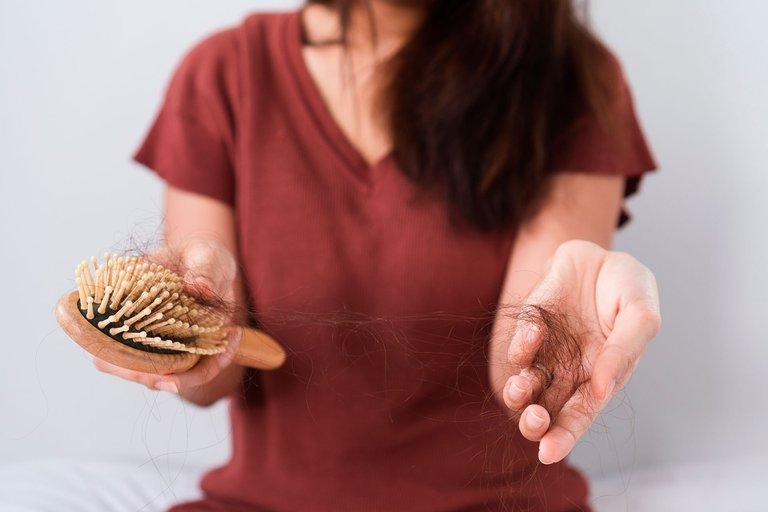 Caída de pelo: una preocupación de muchos que tiene tratamiento y solución