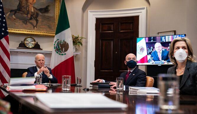 Biden y López Obrador hablan de migración y covid en cumbre virtual