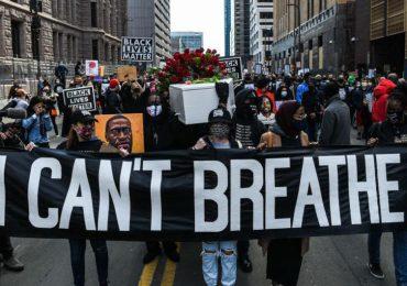 """""""Si no hay justicia no hay paz"""": marcha previa al juicio por muerte de Floyd"""