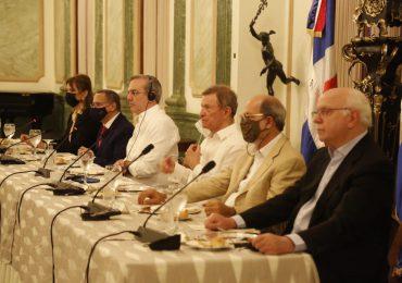 VIDEO | Presidente Abinader almuerza con periodistas haitianos