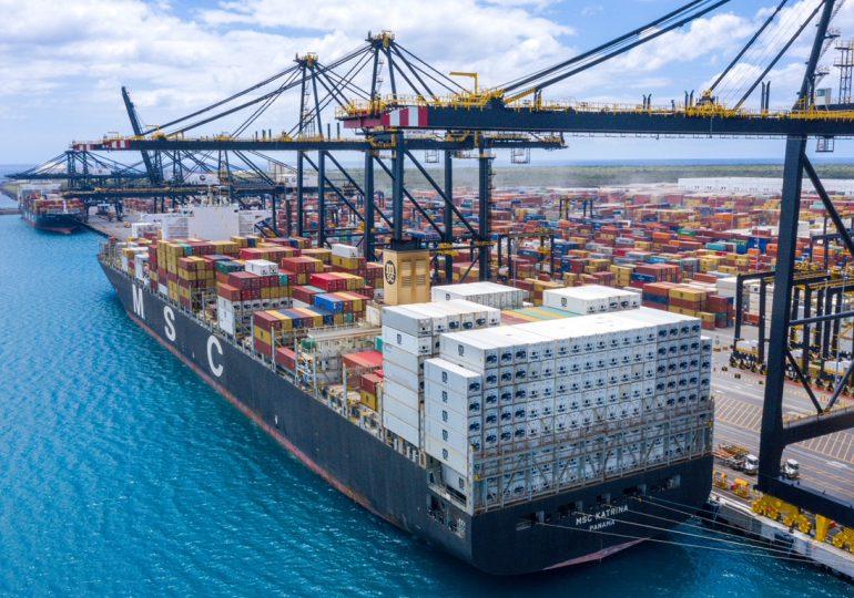 Caucedo recibe el buque de mayor capacidad y dimensiones que ha llegado al país