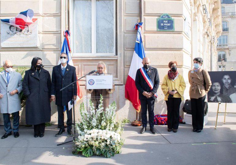 En París develan una placa de las hermanas Mirabal