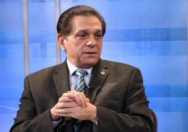 Ministro de Salud dice extranjeros también serán vacunados contra COVID-19