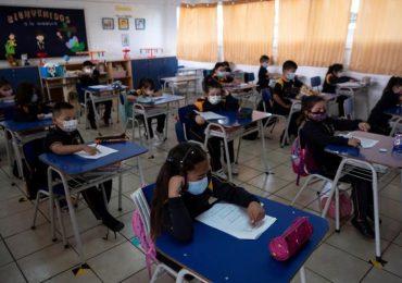 El Salvador reabrirá escuelas en forma semipresencial el 6 de abril