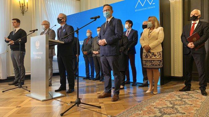 Polonia anuncia confinamiento parcial a causa de alza de contagios