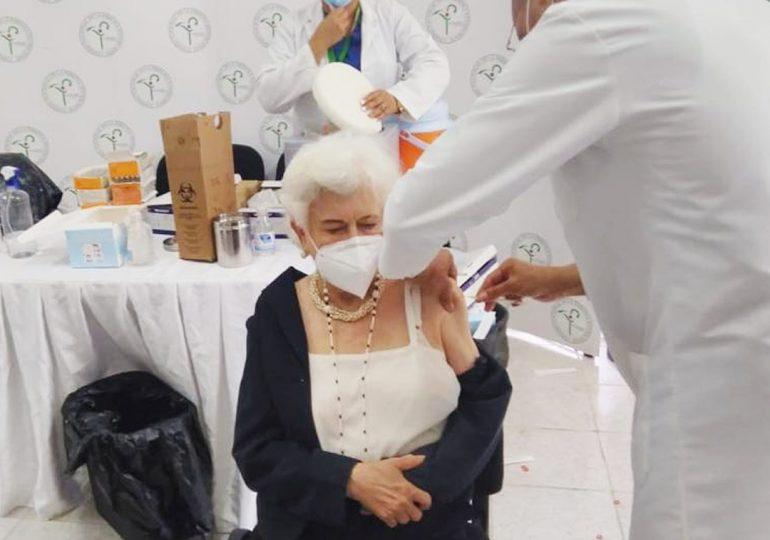 """""""Ir a vacunarse es el segundo deber, después de cumplir las medidas'', dice Milagros Ortíz"""