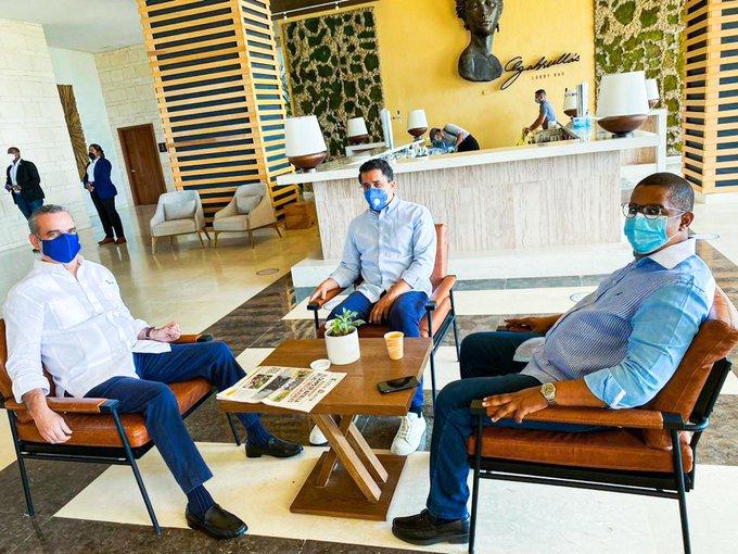 Ministro de Turismo acompaña a Abinader en recorrido por Punta Cana