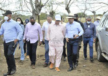 Ministro de Agricultura recorre finca ganadera del Central Romana