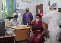 La UASD inicia vacunación a su personal médico