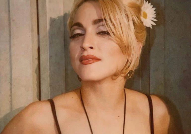 Madonna muestra su sensualidad en ropa interior a sus 62 años