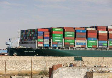 Almirante Osama Rabie anuncia reanudación del tráfico marítimo en el Canal de Suez