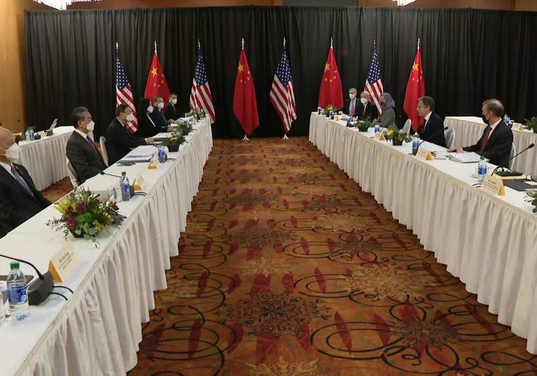 EEUU y China siguen diálogo a puertas cerrada tras un comienzo lleno de embates