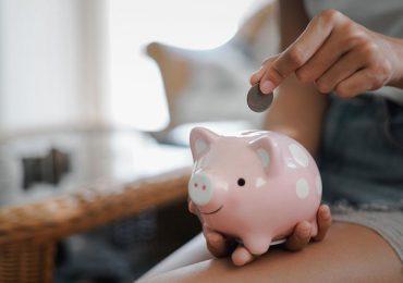 """Qué es el """"impuesto rosa"""" y por qué las mujeres pagan más por lo mismo"""