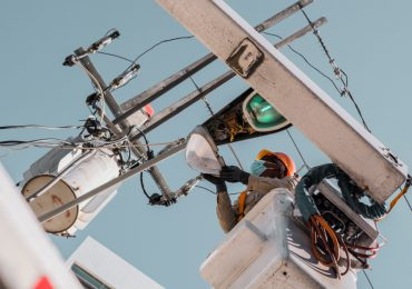 Edesur electrifica comunidad La Laguneta en San José De Ocoa