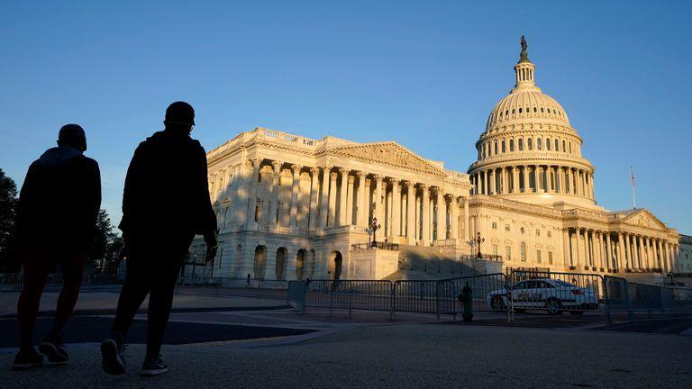 Votación maratónica sobre plan de estímulo de Biden se extiende en Senado de EEUU