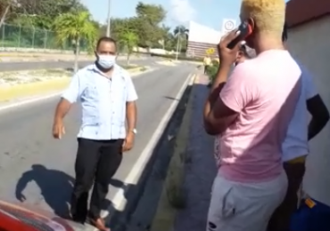 Policía Nacional detiene taxista que chocó Uber mientras transportaba turistas en Bávaro