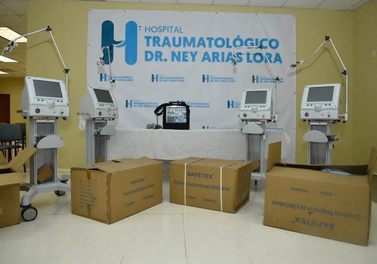 SNS entrega ventiladores y respirador portátil a Hospital Ney Arias Lora