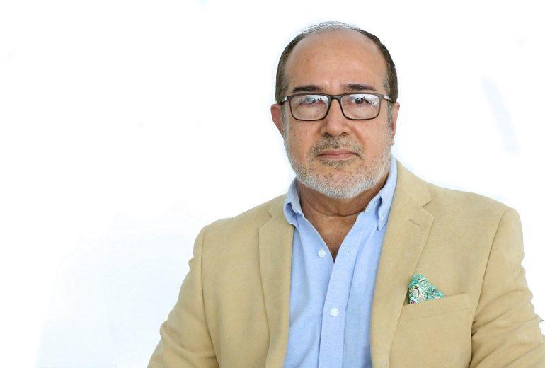 Ministro de Salud de Ecuador renuncia en plena indagación por vacunados anticovid