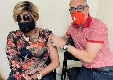 #VacúnateRD | Fefita, Huchi Lora y Rafael Alburquerque entre los vacunados hoy contra Covid-19