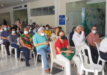518 adultos mayores se vacunaron hoy en el Club Naco