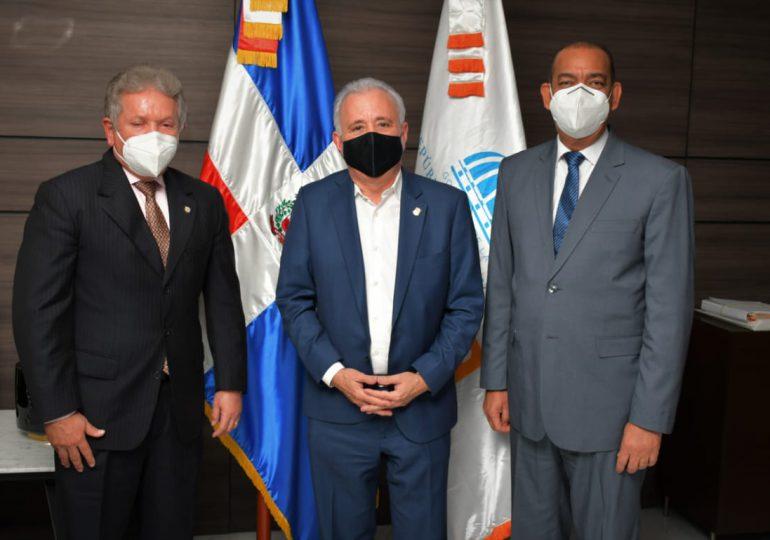 Senadores se reúnen con el ministro de Obras Públicas, Deligne Ascención