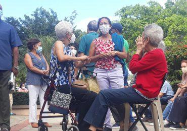 VIDEO | Siguen abarrotados de personas los centro de vacunación