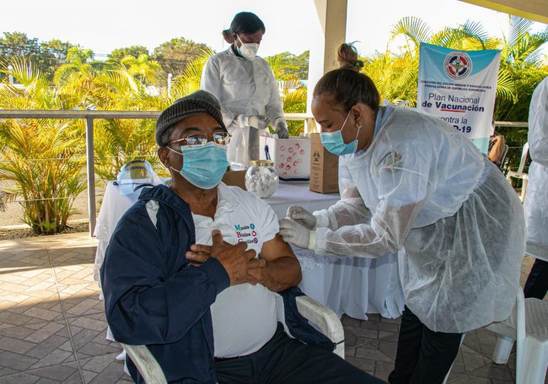 Inicia vacunación contra COVID-19 para adultos mayores de la Fuerza Aérea
