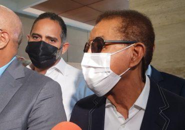 Diandino Peña sale de interrogatorio en la Procuraduría; sólo dijo que se sintió bien