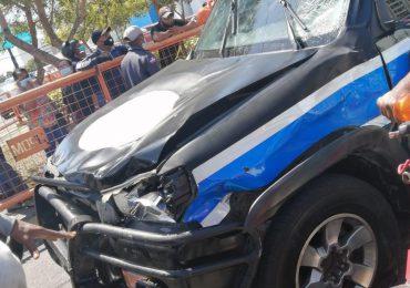 VIDEO | Un motorista muere y otro está herido tras accidente contra camioneta de vicepresidencia
