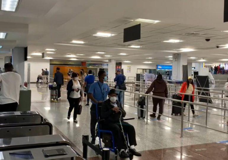 """Aerodom desmiente reportes de """"caos"""" en el AILA"""