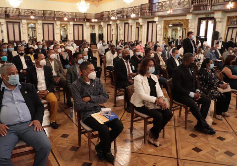 Abinader recibe en Palacio Nacional a representantes de juntas de vecinos de SDO