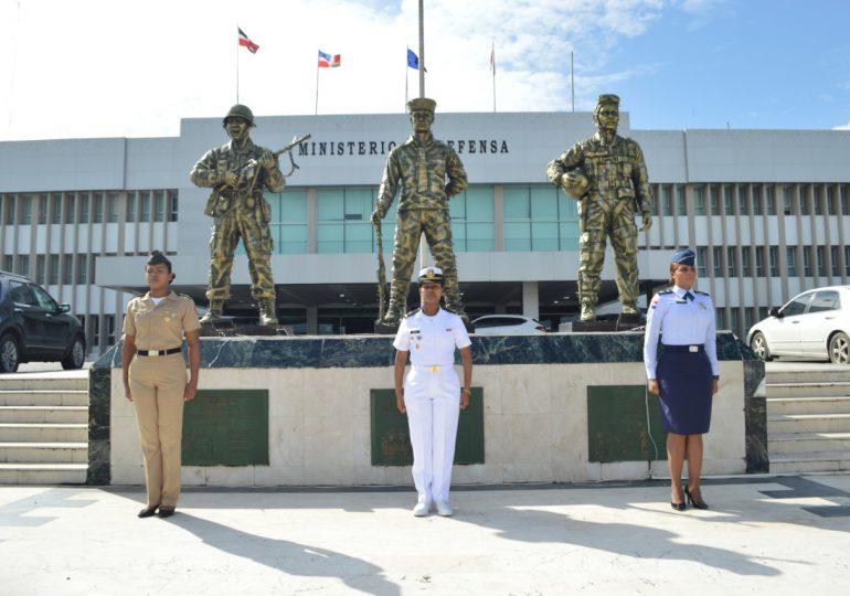 Ministro de Defensa resalta el rol de la Mujer