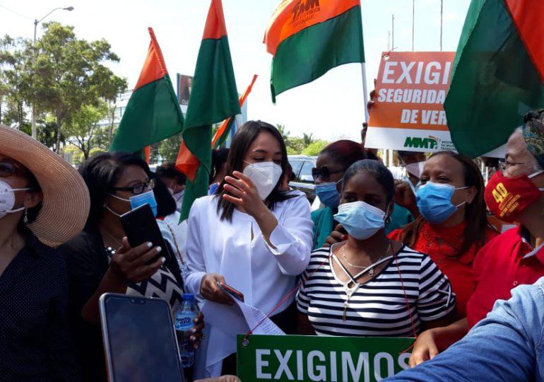VIDEO | Feministas exigen tres causales para el aborto en Día Internacional de la Mujer frente al Congreso