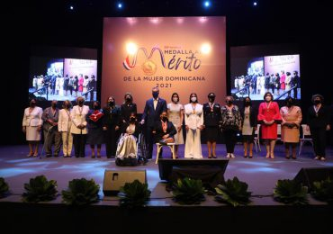Condecoran 14 damas con la imposición de la Medalla al Mérito de la Mujer