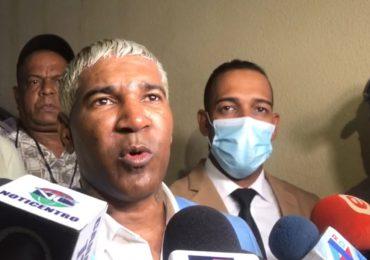 """""""Me siento muy complacido con el sistema de justicia dominicano"""": dice Omega al salir de la cárcel"""