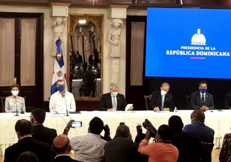 Gobierno firma acuerdo con empresa norteamericana para ensamblar tabletas y computadoras en RD