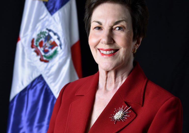 Embajadora Sonia Guzmán revela su padre se suicidó por depresión profunda no tratada y no por corrupción